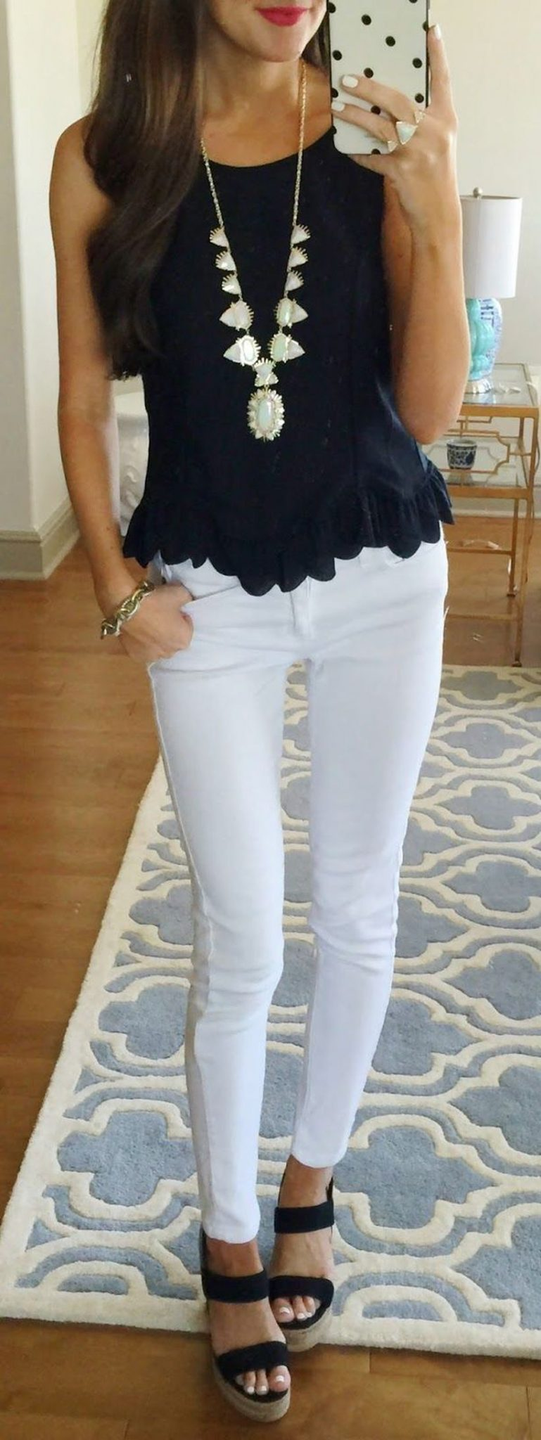 Perfect ways to wear white denim jeans outfits 31