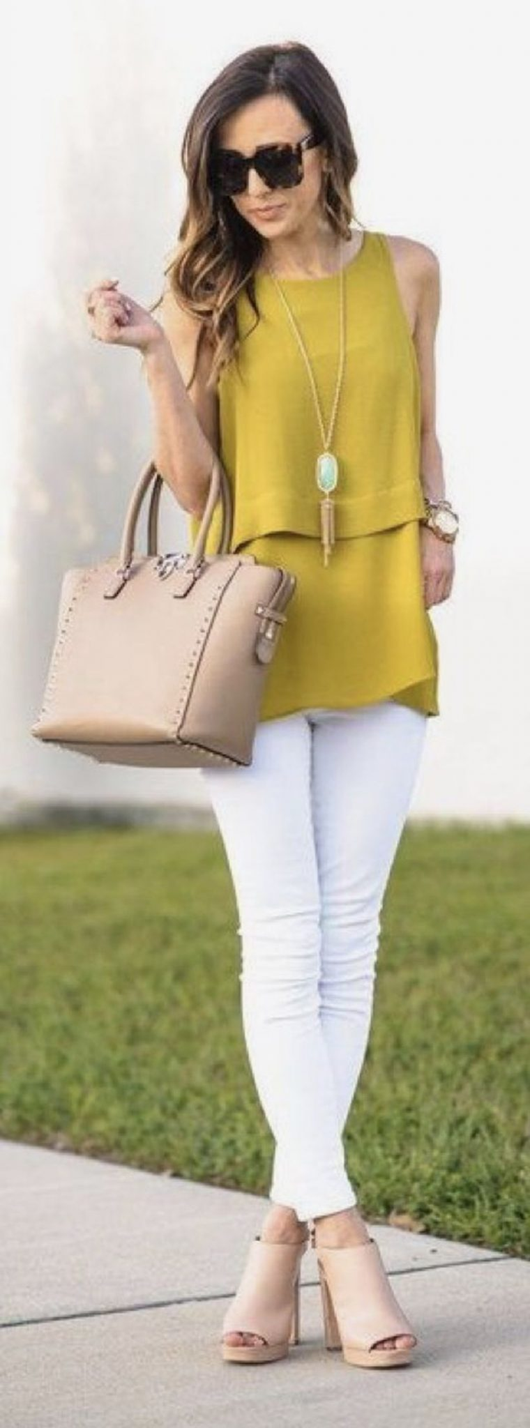 Perfect ways to wear white denim jeans outfits 44