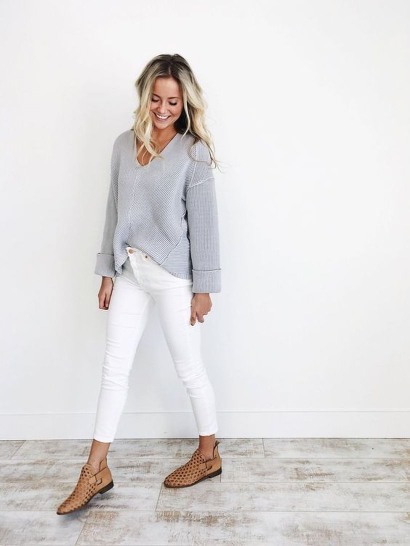Perfect ways to wear white denim jeans outfits 56