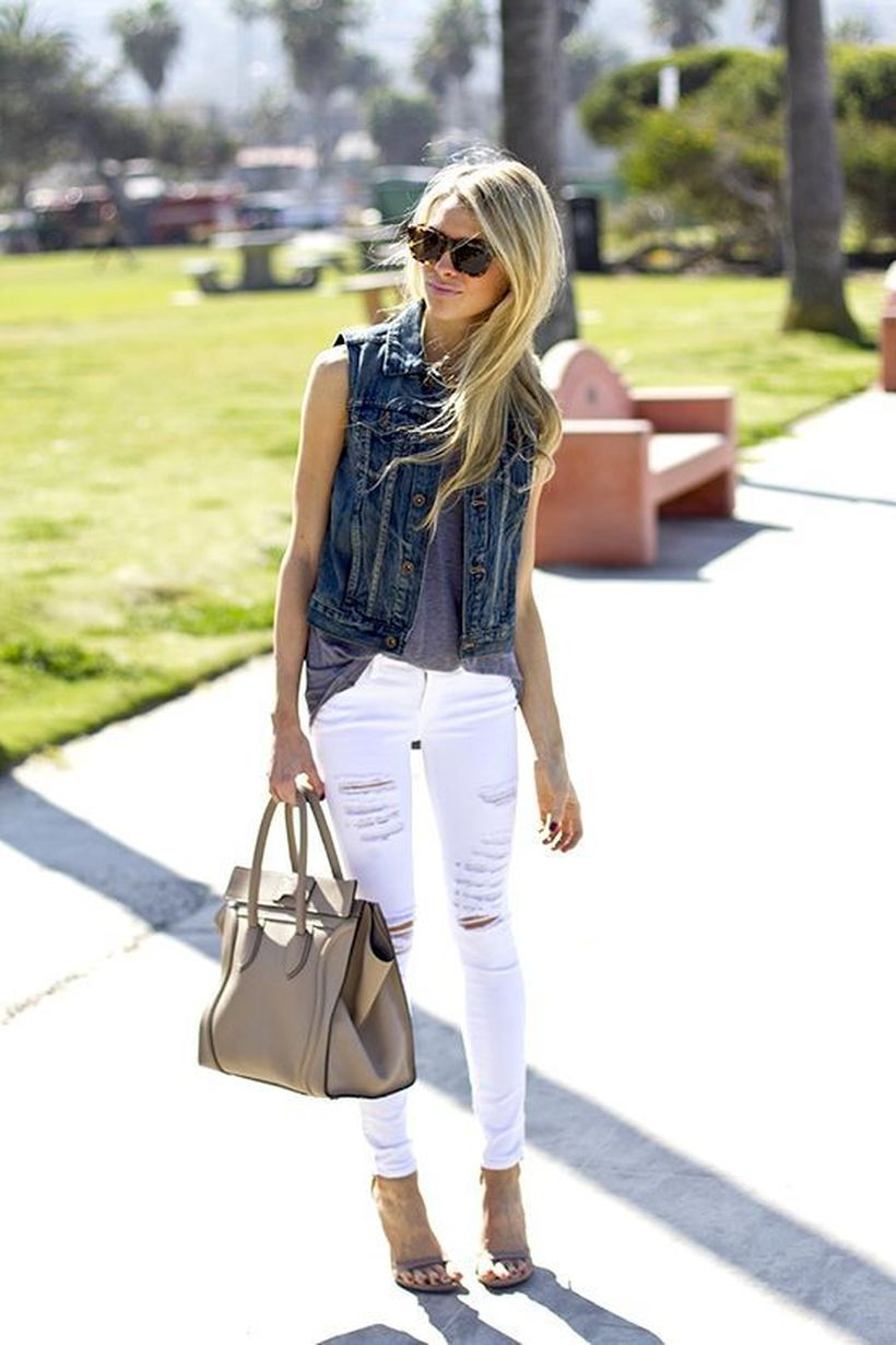 Perfect ways to wear white denim jeans outfits 9