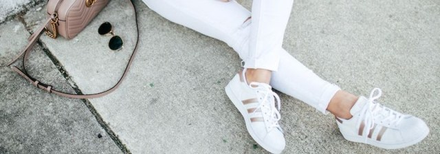 Perfect ways to wear white denim jeans outfits featured