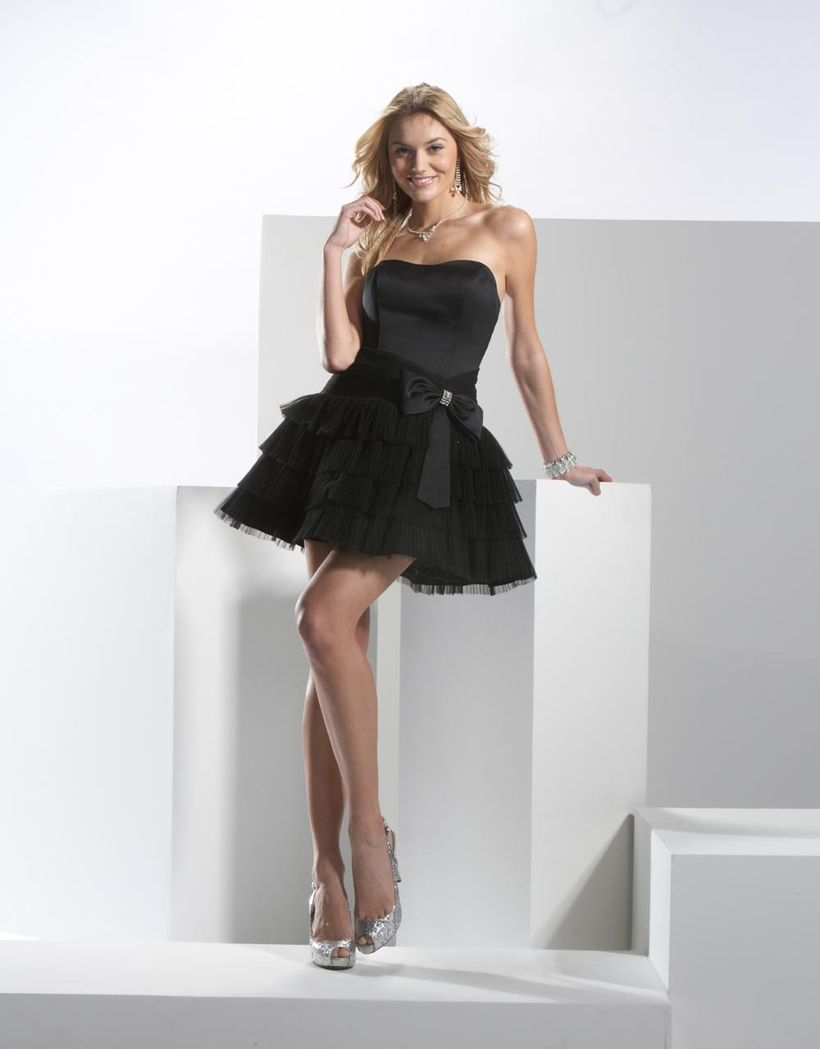 Stunning black short dresses outfits for party ideas 105