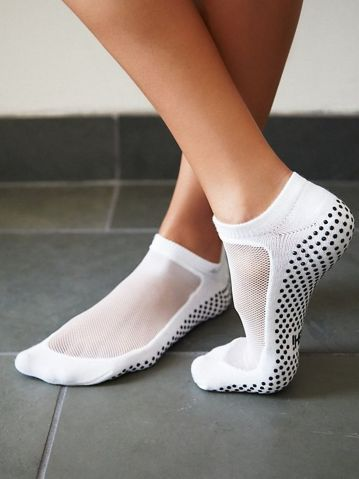 Most comfortable yoga shoes that must you have 3