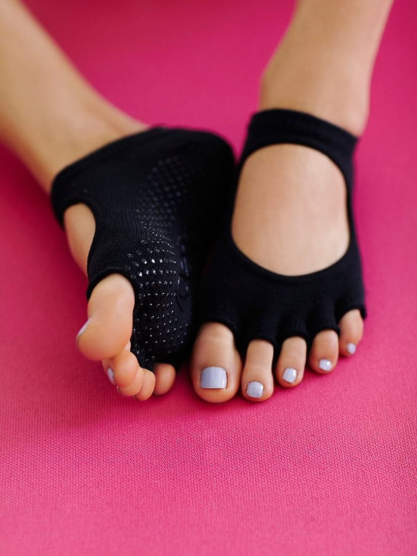 Most comfortable yoga shoes that must you have 7