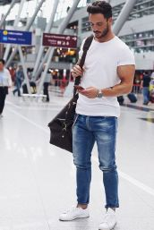 Stylish men's jeans outfits ideas in 2017 19