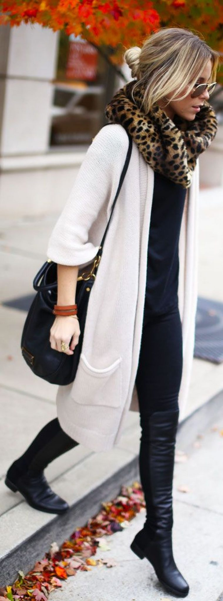Tips how to wear cardigans and leggings in this fall 81