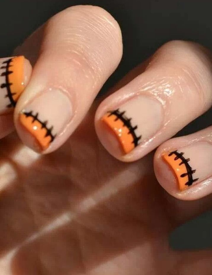 Halloween nails that you must try at halloween party 24