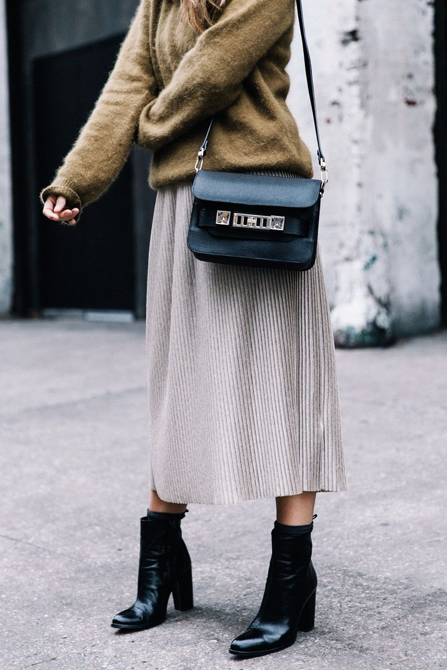 Inspiring skirt and boots combinations for fall and winter outfits 2