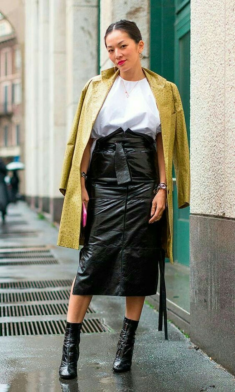 Inspiring skirt and boots combinations for fall and winter outfits 20