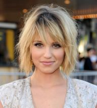 Cool hair style with feathered bangs ideas 53