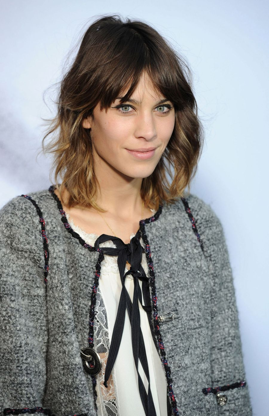Cool hair style with feathered bangs ideas 58