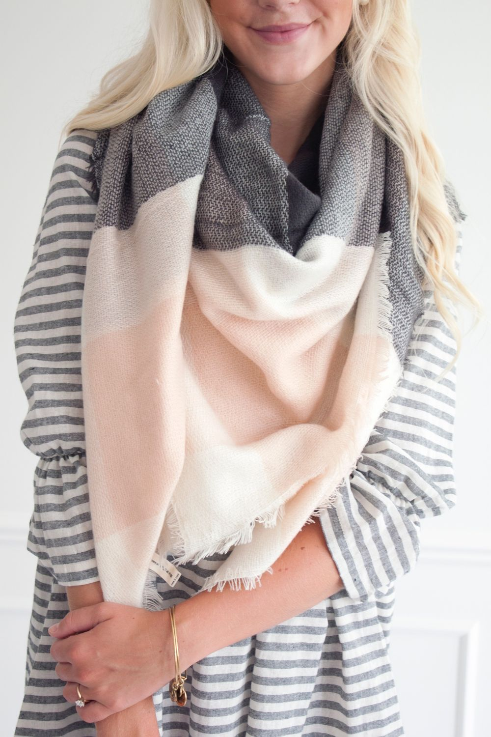 Fashionable scarves for winter outfits 10