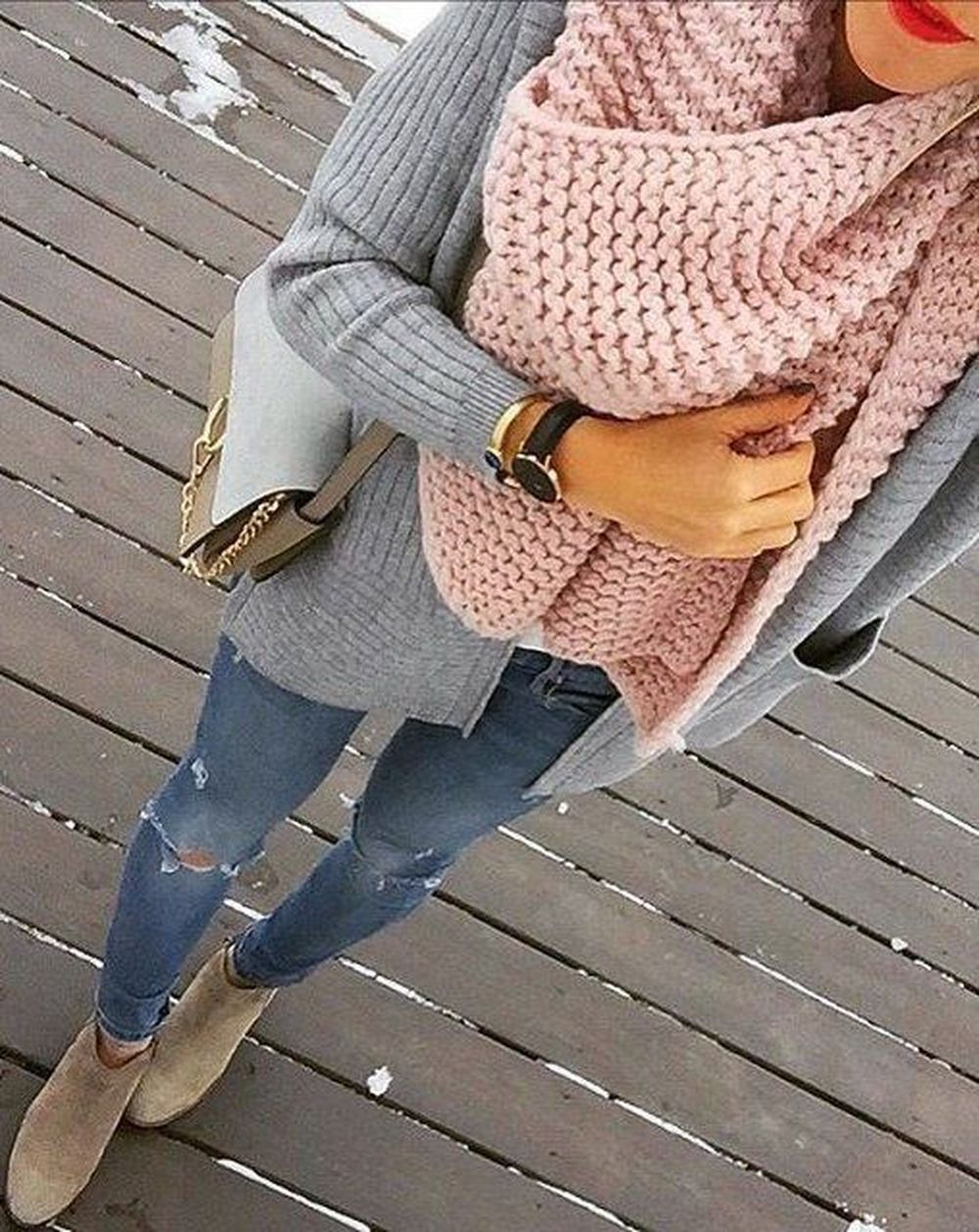 Fashionable scarves for winter outfits 112