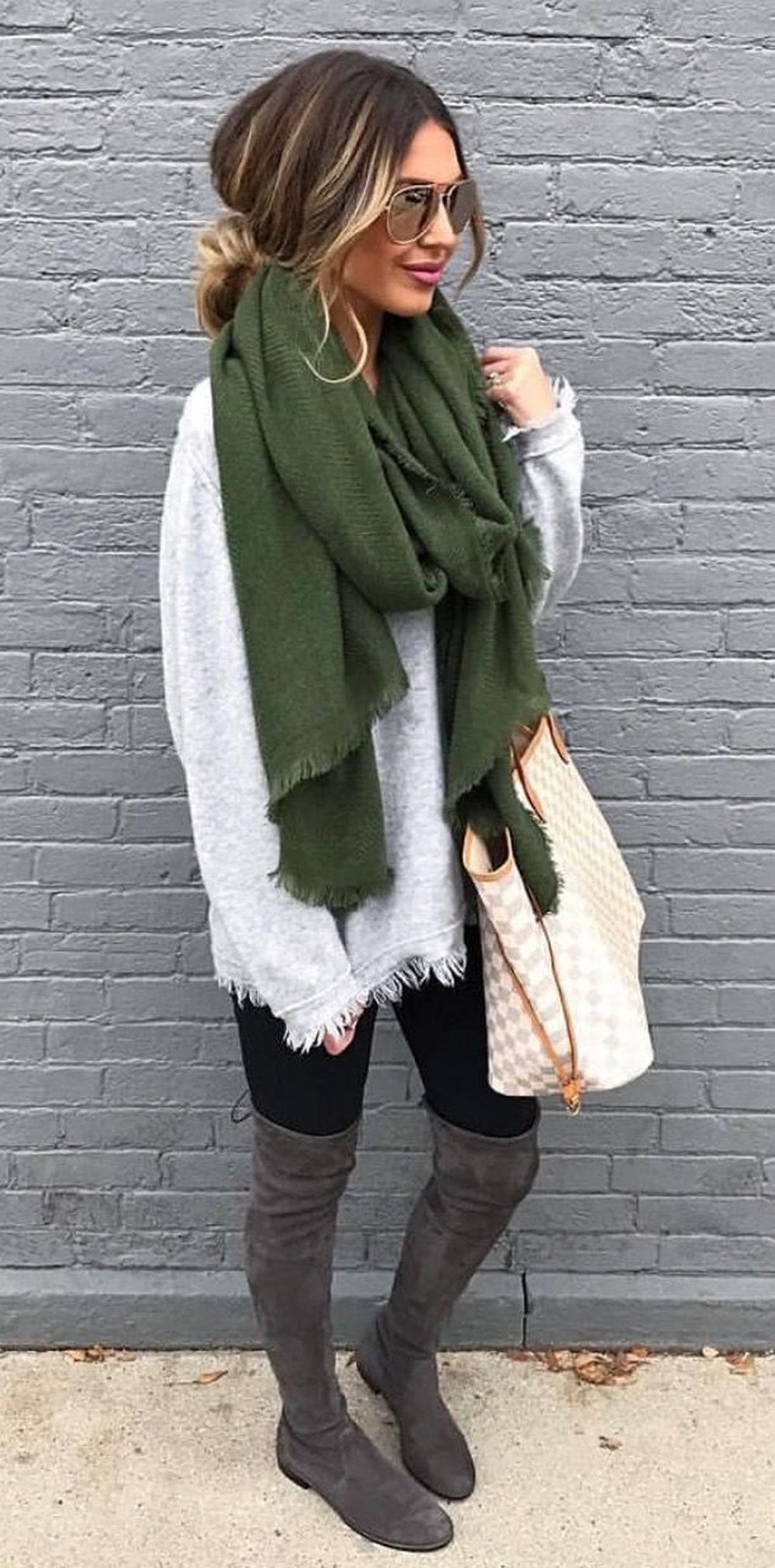 Fashionable scarves for winter outfits 117