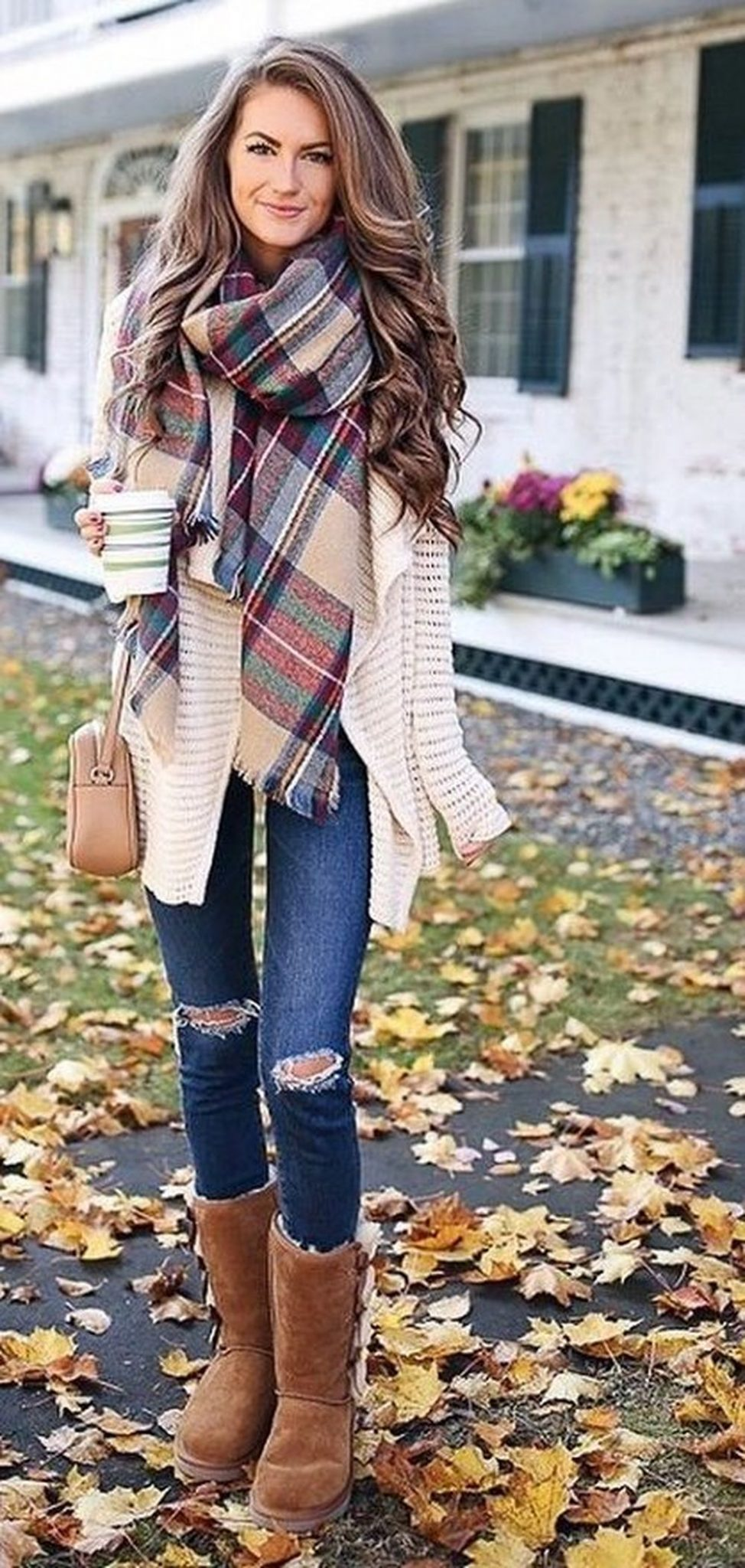 Fashionable scarves for winter outfits 12