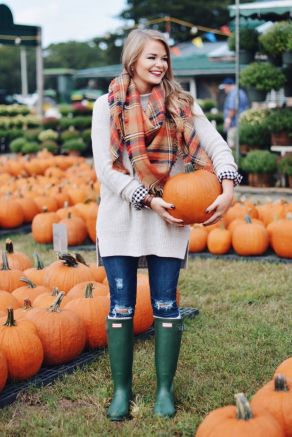 Fashionable scarves for winter outfits 124
