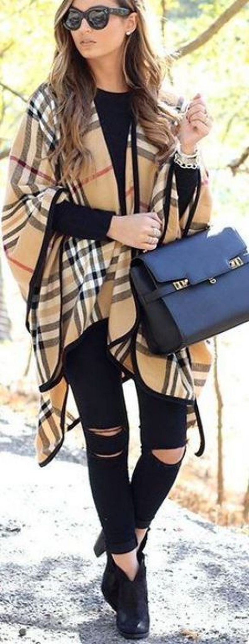 Fashionable scarves for winter outfits 16