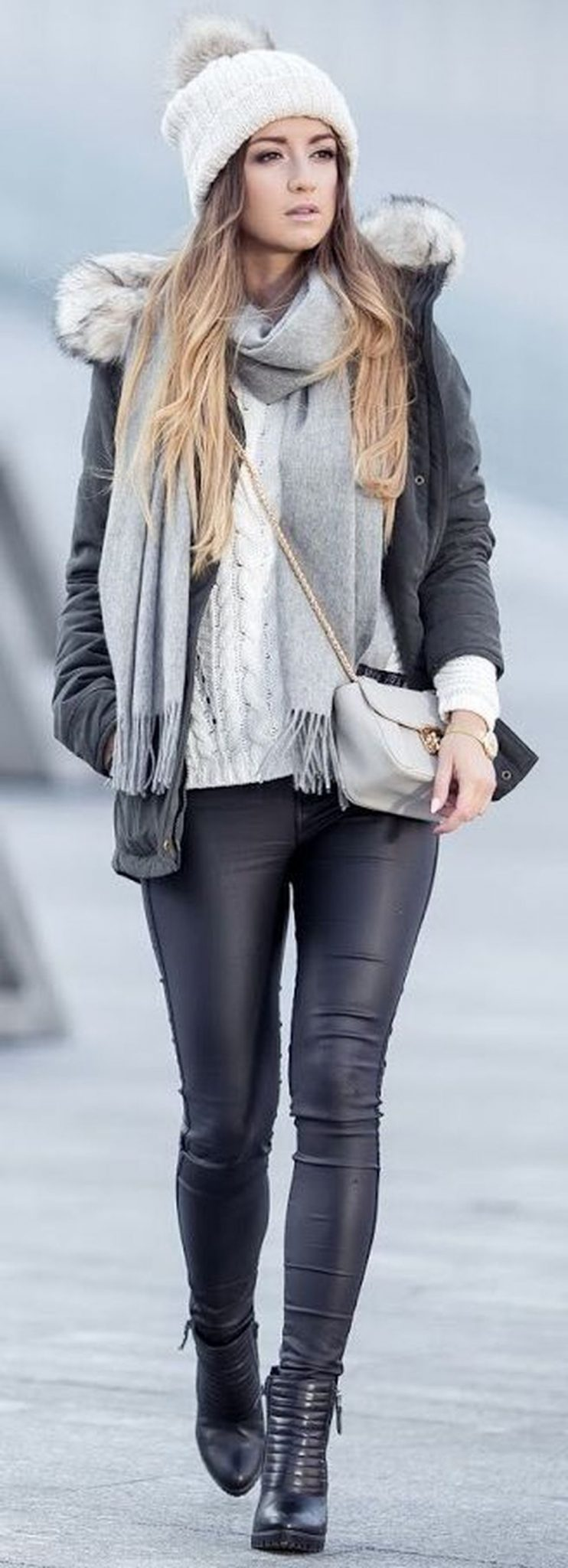 Fashionable scarves for winter outfits 20
