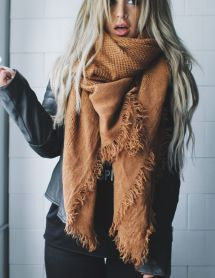 Fashionable scarves for winter outfits 27