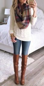 Fashionable scarves for winter outfits 28