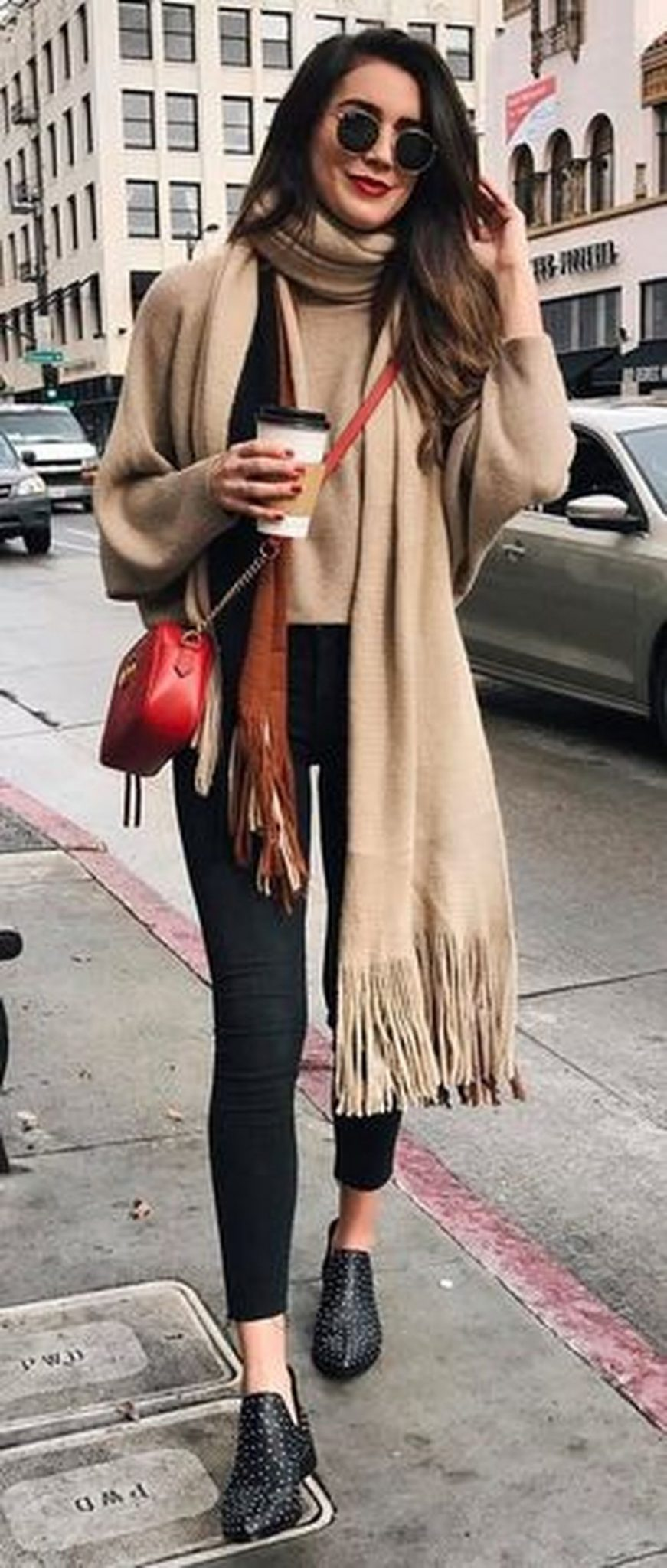 Fashionable scarves for winter outfits 29