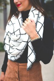 Fashionable scarves for winter outfits 35