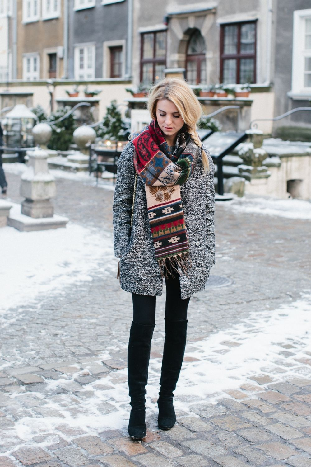 Fashionable scarves for winter outfits 51
