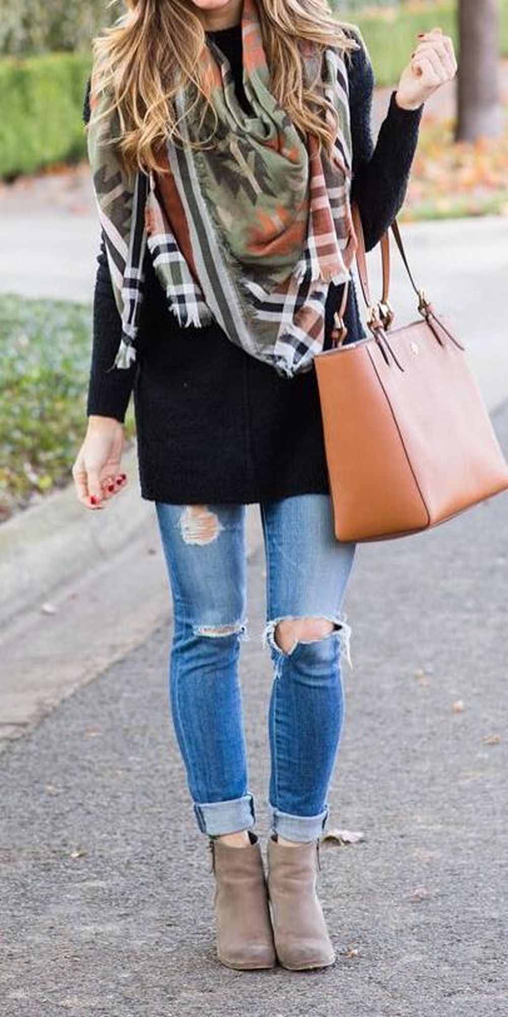 Fashionable scarves for winter outfits 56