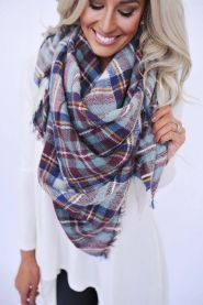 Fashionable scarves for winter outfits 93