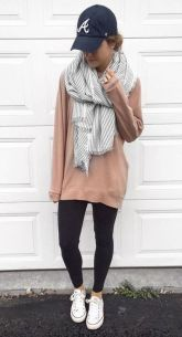 Fashionable scarves for winter outfits 95