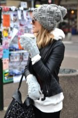 Fashionable women hats for winter and snow outfits 12