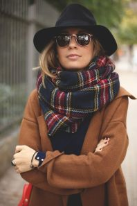 Fashionable women hats for winter and snow outfits 21