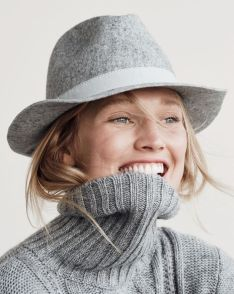 Fashionable women hats for winter and snow outfits 22