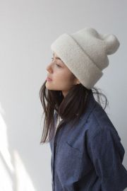Fashionable women hats for winter and snow outfits 31