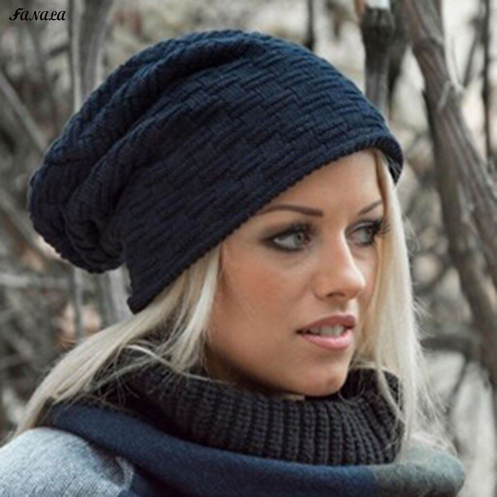 Fashionable women hats for winter and snow outfits 35