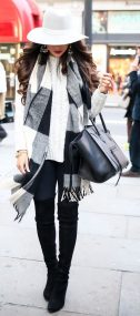 Fashionable women hats for winter and snow outfits 39