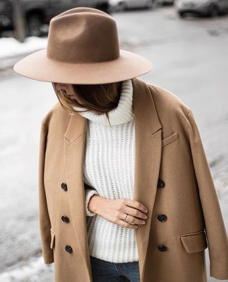 Fashionable women hats for winter and snow outfits 44
