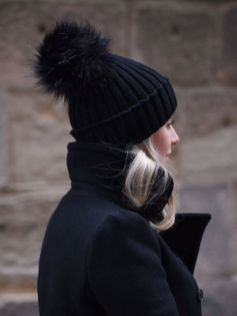 Fashionable women hats for winter and snow outfits 51
