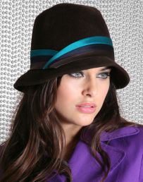 Fashionable women hats for winter and snow outfits 59