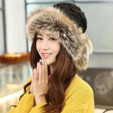 Fashionable women hats for winter and snow outfits 6