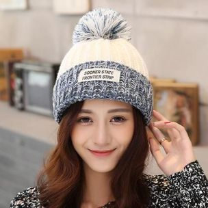 Fashionable women hats for winter and snow outfits 62