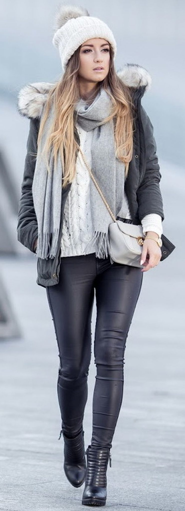 Fashionable women hats for winter and snow outfits 8