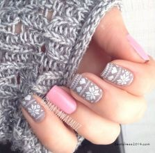 Gorgeous christmas nails ideas 24