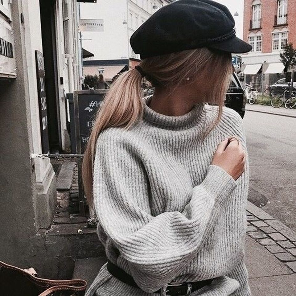 Fashionable oversized sweater for winter outfit 22