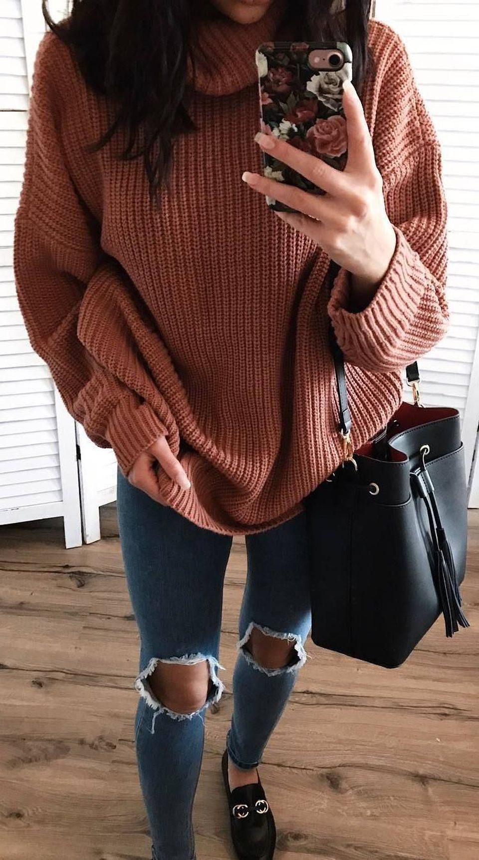 Fashionable oversized sweater for winter outfit 30