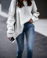 Fashionable oversized sweater for winter outfit 56