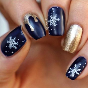 Pretty winter nails art design inspirations 25