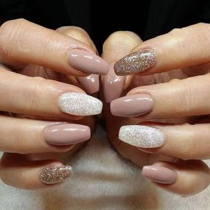 Pretty winter nails art design inspirations 28
