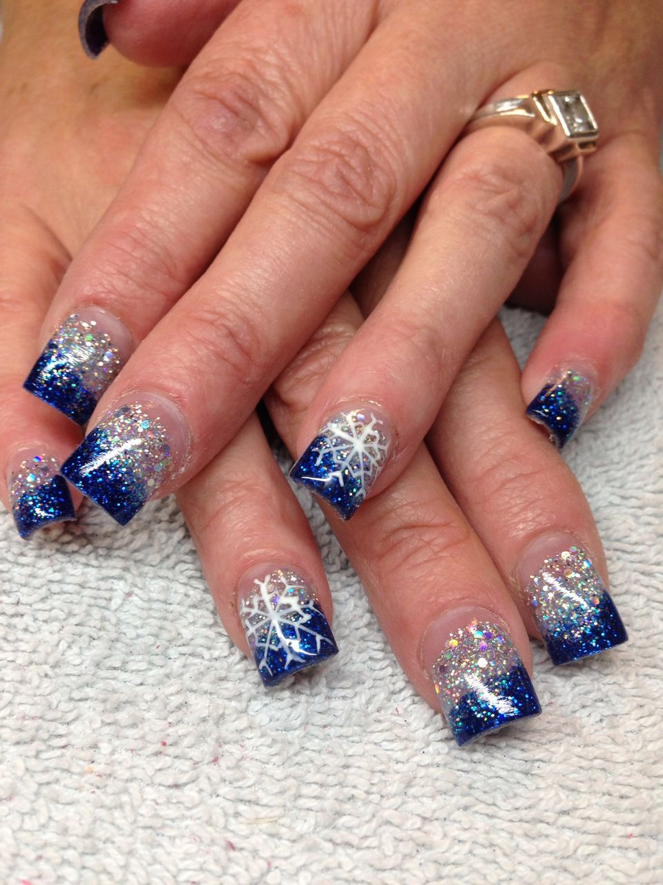 Sweet acrylic nails ideas for winter 28