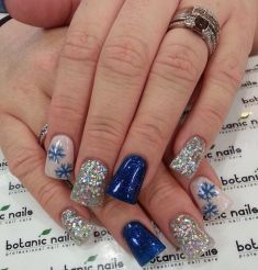 Sweet acrylic nails ideas for winter 9